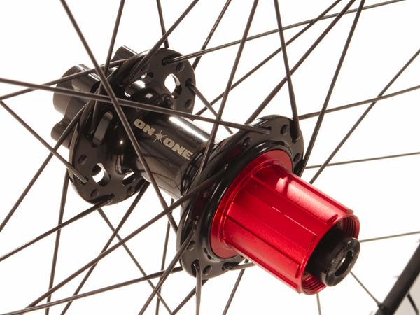 On-One MAX 32H bolt-through wheelset